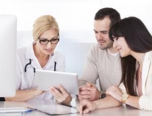 casal-medico-consultorio-1410897860077_615x470